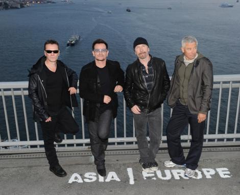 U2 - İstanbul - Boğaz Köprüsü - Crossing The Bosphorus Bridge